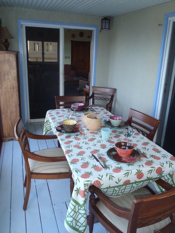 Dinning-porch-Villa-Equinox