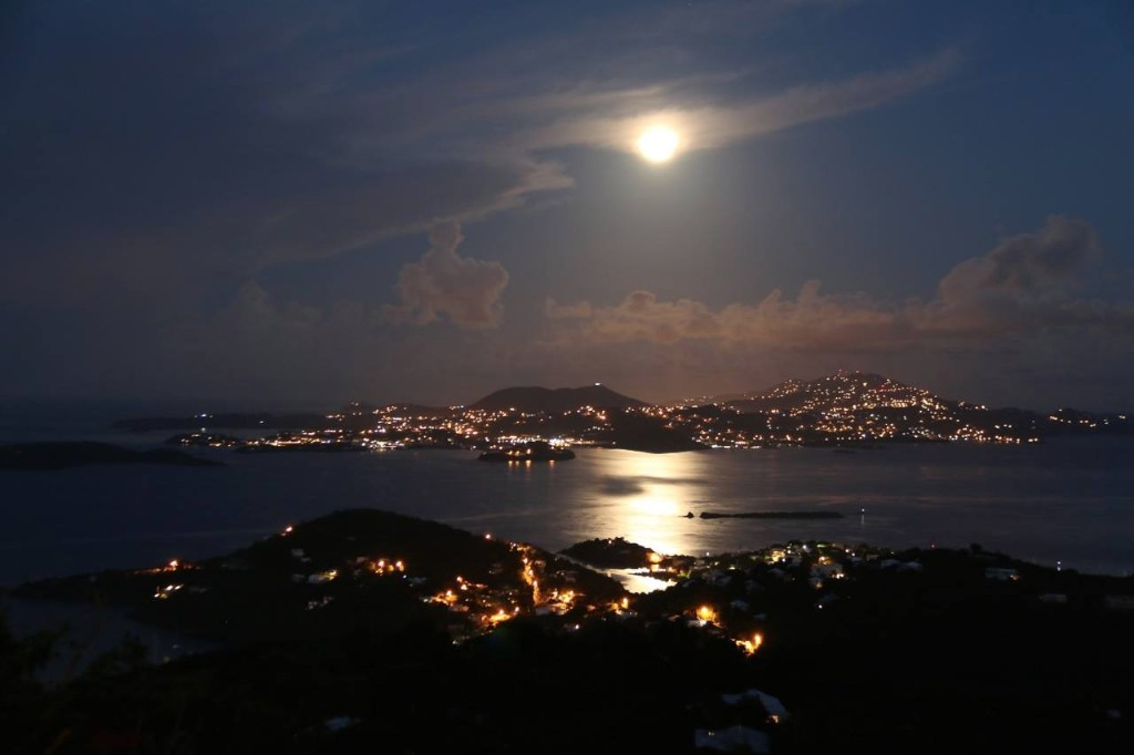 Night-lights-of-St.Thomas-photo-WTS