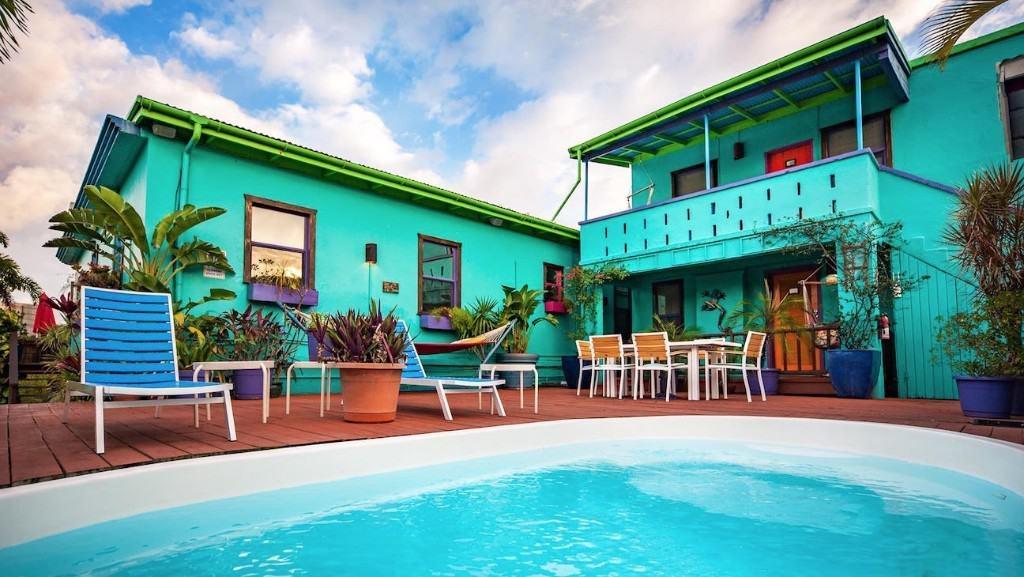 The-St-John-Inn-by-the-pool